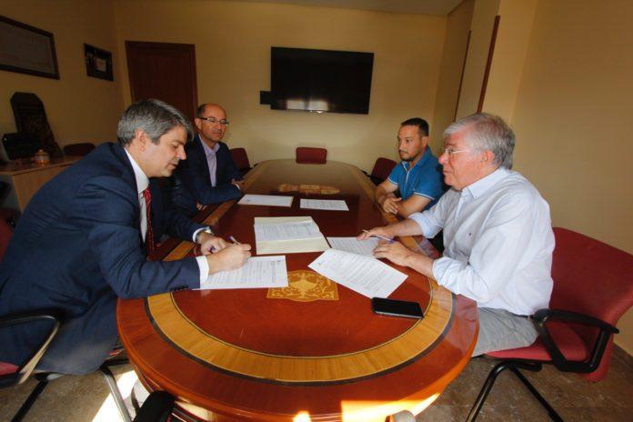 Firma convenio soterramiento calle lirio - Illescas