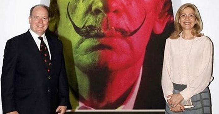 La hermana de Felipe VI inauguró con el príncipe Alberto una exposición sobre Dalí en Montecarlo. / GRIMALDI FORUM