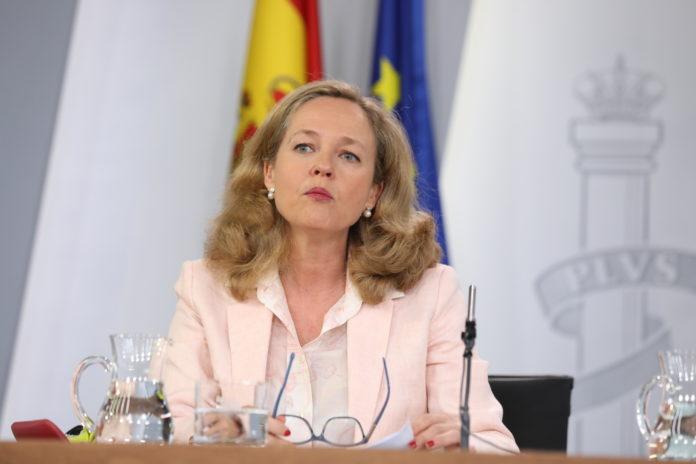 """La ministra Calviño asegura que """"la coyuntura económica sigue siendo positiva"""