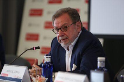 Juan Luis Cebrián apuesta por el gobierno de coalición que propone Pablo Iglesias. / EP