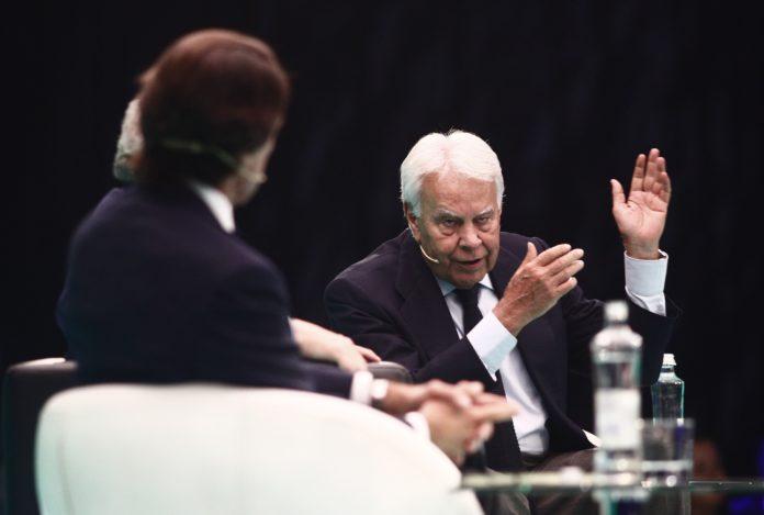 """""""Que hagan lo que quieran, pero que no nos lleven a elecciones"""", afirma Felipe González en EL País. / EP"""