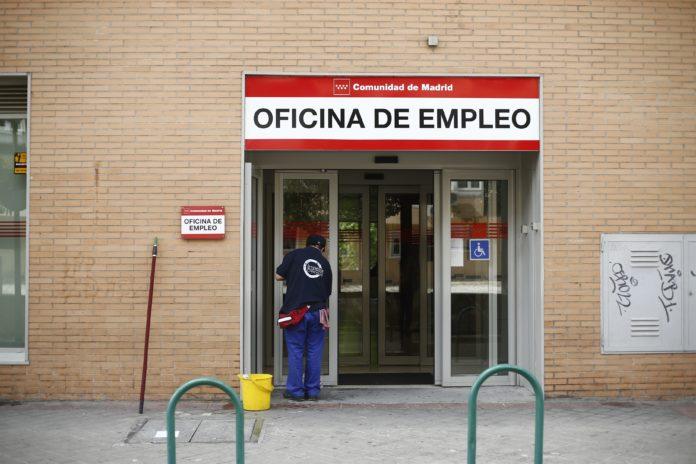 El fin de la temporada turística es tradicionalmente un mal mes para el empleo.