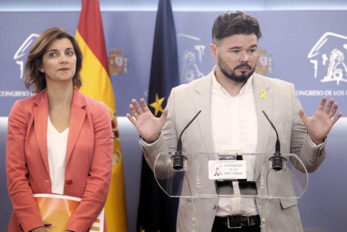 Gabriel Rufián –en la imagen junto a su número dos, Carolina Telechea- ha dejado claro que no bloqueará la investidura de Sánchez. / EP