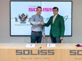 Firma del acuerdo de patrocinio de camisetas entre Soliss y el Ayuntamiento de Toledo