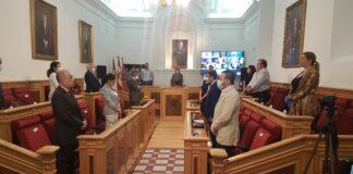 Apertura de la sesión plenaria en Toledo con un respetuoso minuto de silencio de todos los grupos políticos